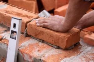 строительство фундамента для теплицы из кирпича
