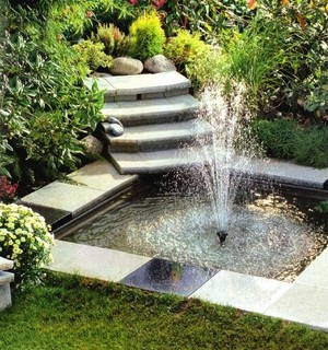 Насадка создает различные по форме и направлению струи фонтаны