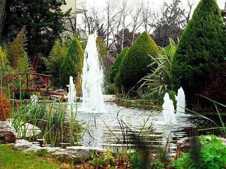 Декоративный фонтан в саду  или на даче