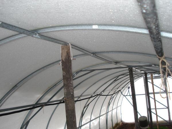 Установка на зиму подпорок в теплице из поликарбоната
