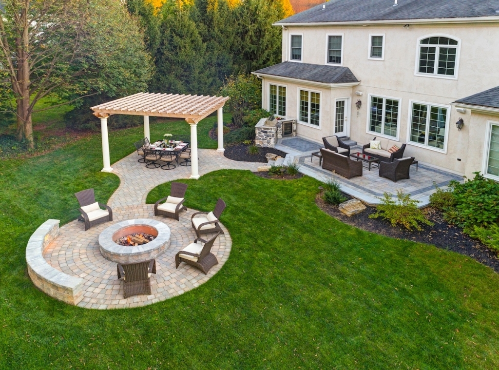 backyard-stone-fire-pit-design-ideas