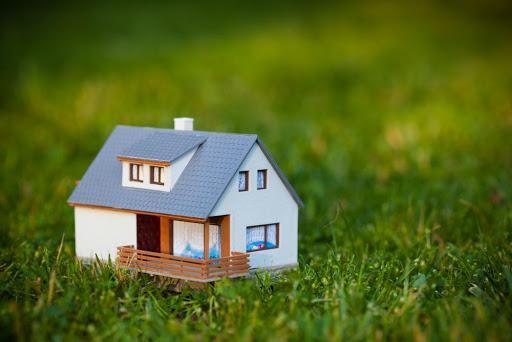 На что стоит обращать внимание при покупке загородной недвижимости